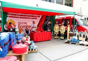 Entregaron equipos y uniformes especiales a bomberos de Trujillo