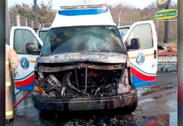 Se incendió una Ambulancia de la CTE en vía a la Costa