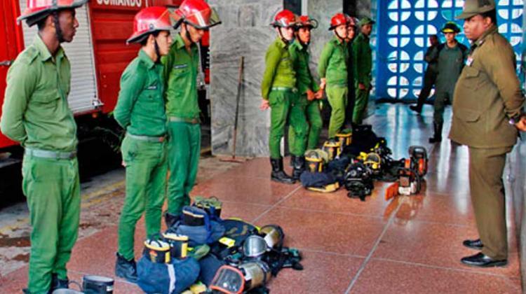 Felicitan a equipo de bomberos voluntarios santiagueros