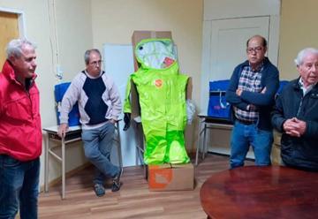 Bomberos de Zárate recibió la donación de trajes para el control de productos peligrosos