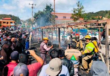 Incendio de puestos de pirotecnia en Chiapas