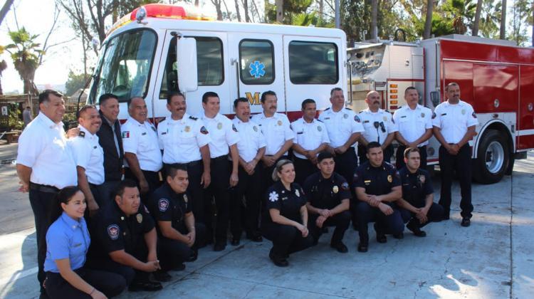 Donan máquina extintora a Bomberos de Tijuana
