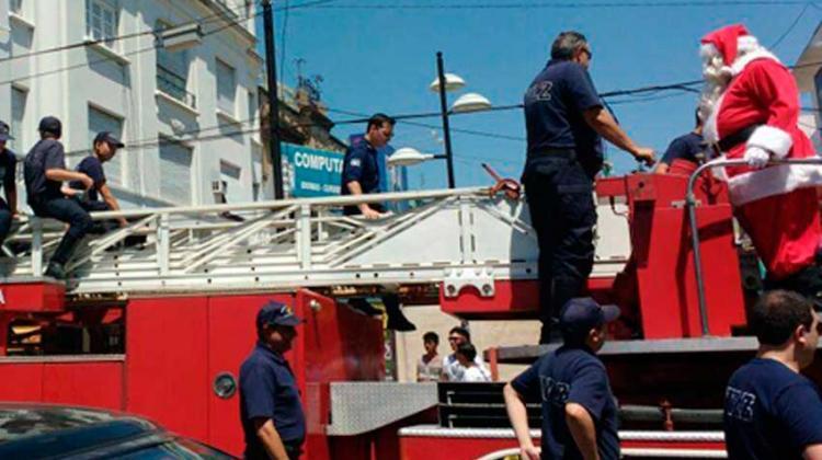 Los bomberos de Lomas preparan un recorrido con Papá Noel
