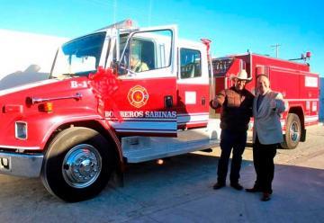 Equipan a los bomberos de Sabinas con camión cisterna