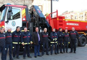 Bomberos de Sevilla incorporó un camión grúa