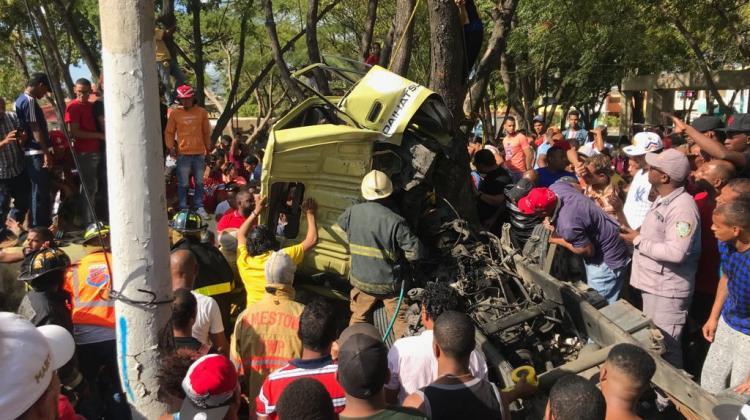 Tres bomberos heridos en accidente de tránsito en Santiago
