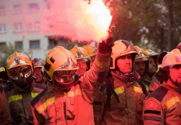 Los Bomberos de la Generalitat se manifiestan por el centro de Barcelona
