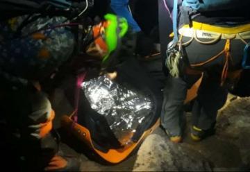 Bomberos rescataron a dos montañistas en el nevado de Cayambe