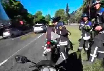 """Llegan """"a dedo"""" en moto a emergencia y abren investigación"""