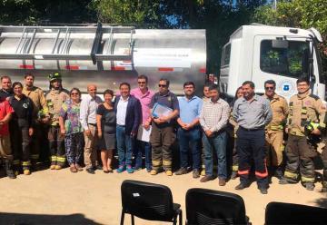 Entrega de un camión aljibe al Cuerpo de Bomberos de Alhué
