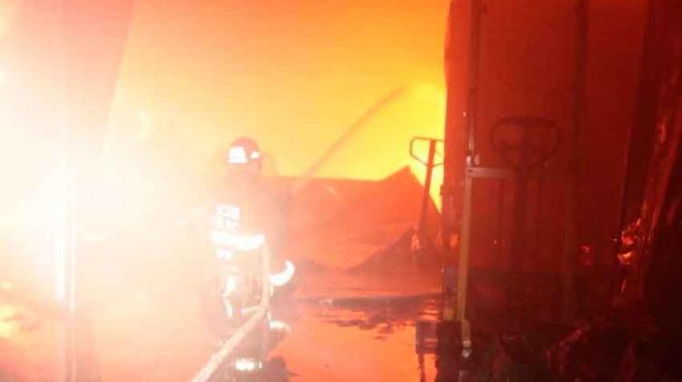 Se incendia empresa empaquetadora en la zona 13