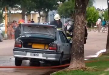 Se descompensó un bombero en un incendio de auto