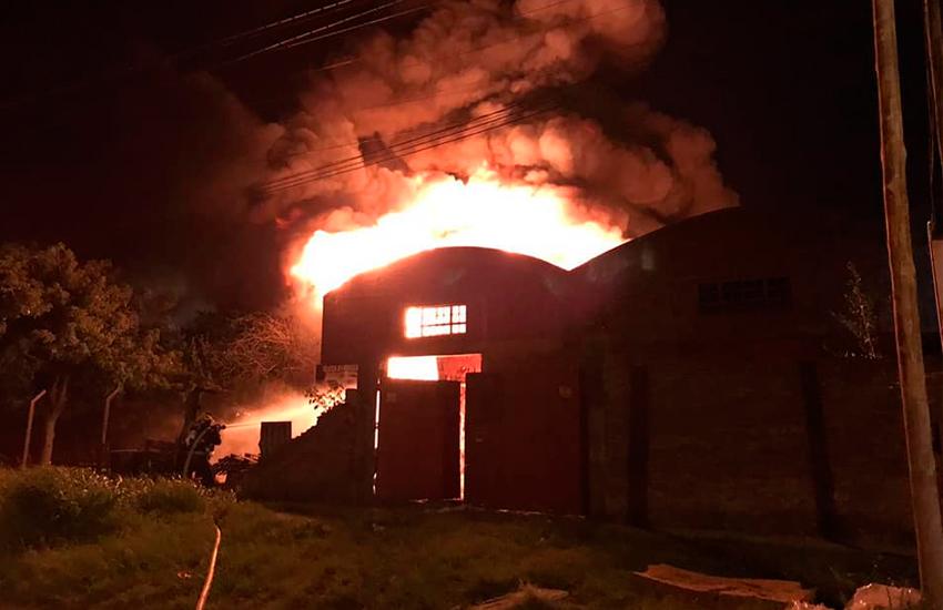 Incendio en un depósito de solventes en Quilmes