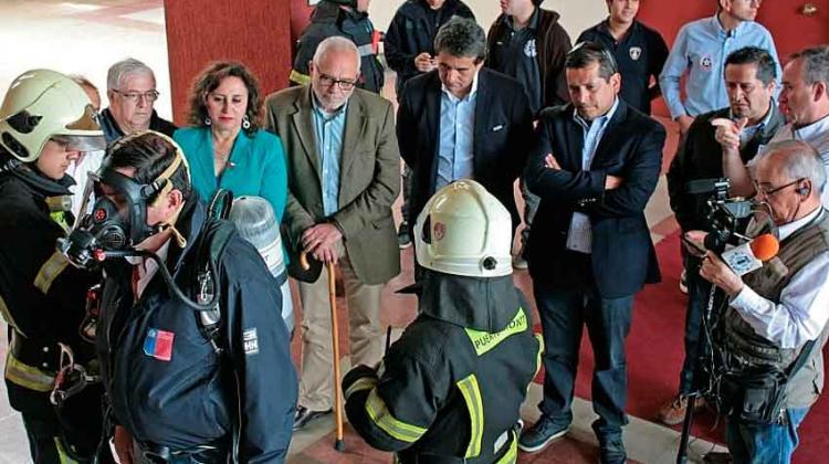 Bomberos de Puerto Montt presentó nuevos materiales