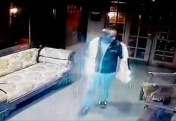 Cámaras captan a sujeto robando en cuartel de Bomberos