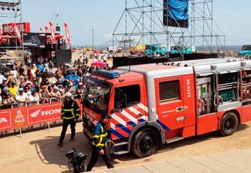 Equipo holandés del Dakar dona camión para bomberos
