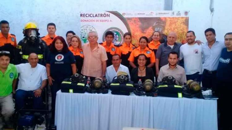 Bomberos de la Costa Sierra de Michoacán recibe equipamiento