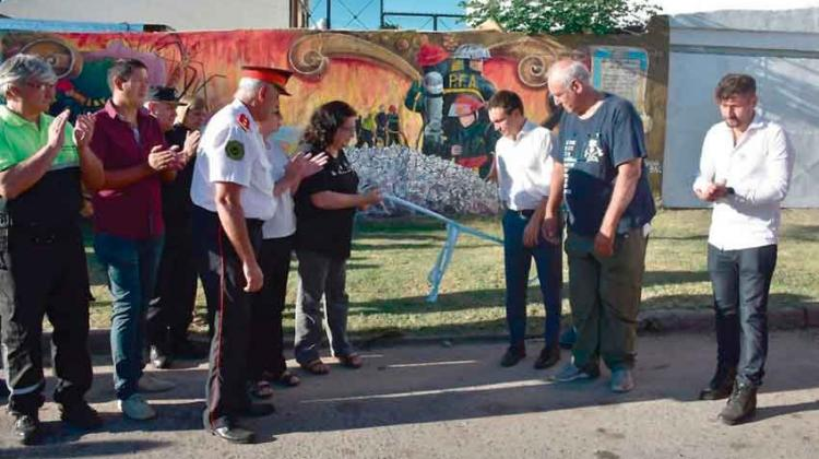 Homenaje a los bomberos fallecidos en Iron Mountain en Varela