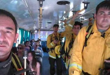 Bomberos acudieron a un incendio en un micro