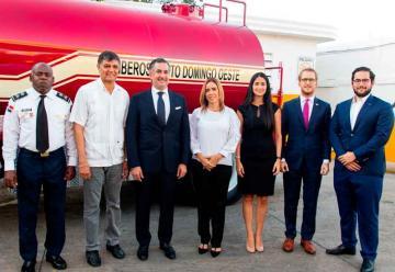 Fundación dona estación y camión a bomberos de Santo Domingo Oeste