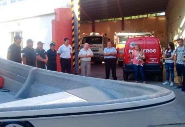 Bomberos Voluntarios presentaron su lancha de rescate