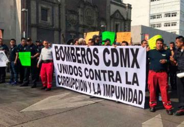 Bomberos marcharon en contra del líder sindical