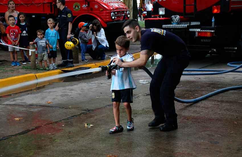 Bomberos Voluntarios de San Isidro celebraron sus 80 años