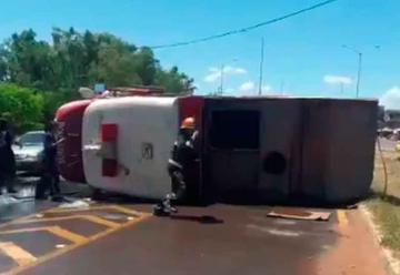 Vuelco de un camión del Cuerpo de Bomberos de Limpio