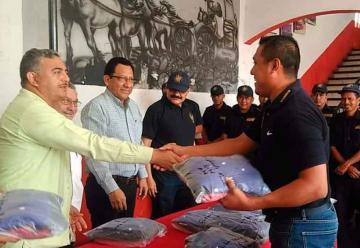 Bomberos de Tapachula reciben uniformes nuevos