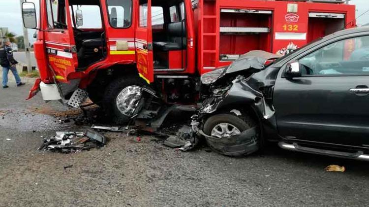 Accidente entre camioneta y Carro de Bomberos