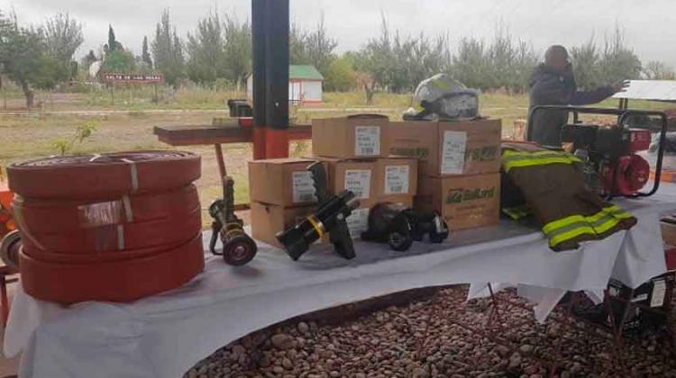 Bomberos de Salto de las Rosas repuso equipamiento con ayuda del Municipio