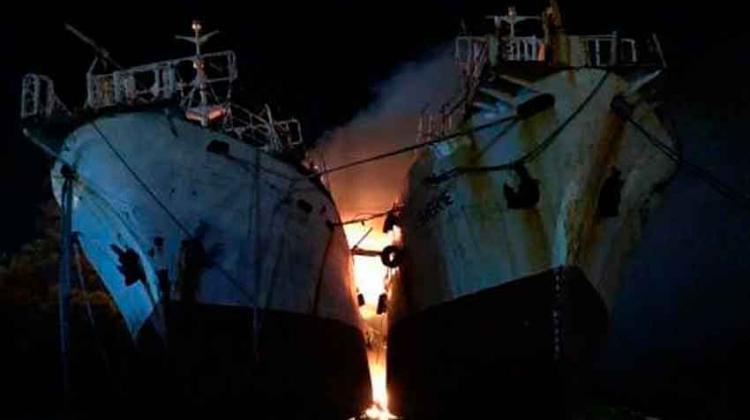 Bomberos lucharon contra incendio en pesquero