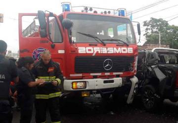 Chocó un autobomba cuando se dirigía a un escape de gas