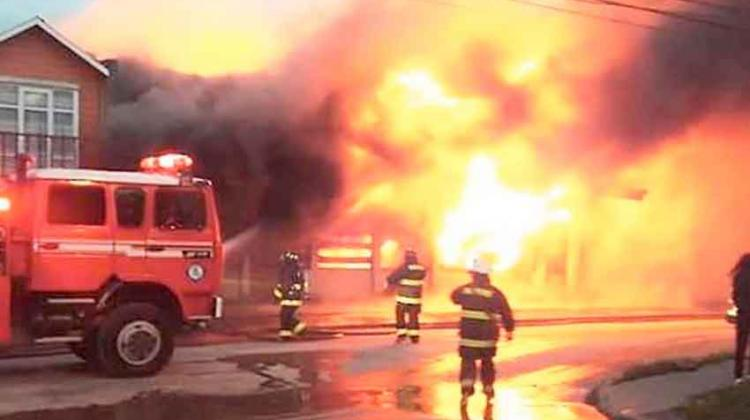Voraz incendio arrasó con antiguo Supermercado