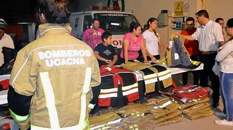 Bomberos de Ucacha recibieron vestimenta de Austria