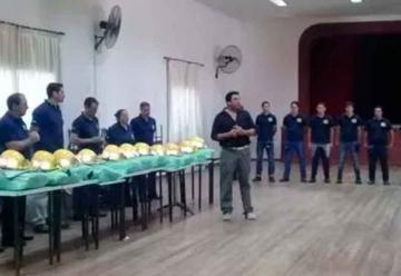 Bomberos de Villa Sauze recibieron trajes donados por sus pares de Gral. Villegas
