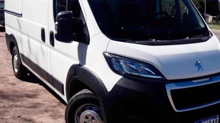 Bomberos de Castelli incorporó una nueva unidad a su parque automotor