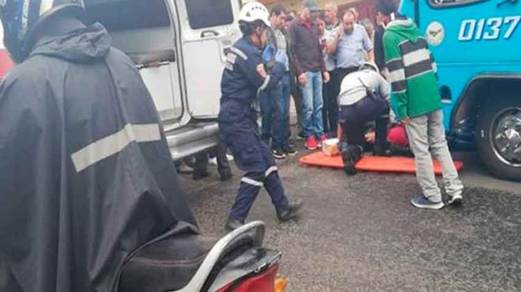 Atacan a bomberos mientras atendían a un herido