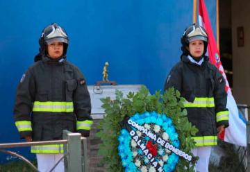 Bomberos inauguraron monolito para recordar a compañero fallecido