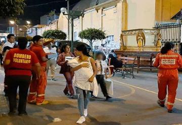 Bomberos venden lapiceros para reparar unidad de ambulancia