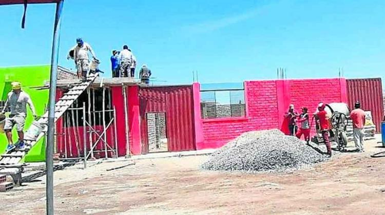 Autoridades y vecinos se unen para techar cuartel de bomberos