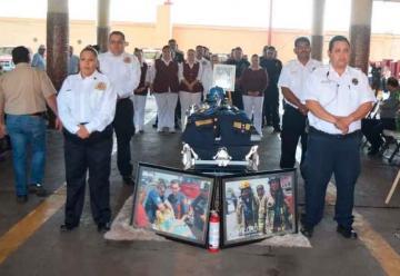 Sirenas de Bomberos suenan para despedir a Guzmán Arellano