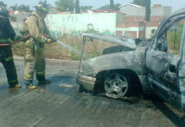 Se incendió una camioneta del Cuerpo de Bomberos
