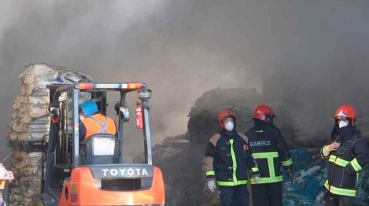 Dos bomberos heridos por incendio en depósito de agroquimicos