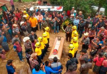Despiden a bombero que murió combatiendo un incendio en Petén