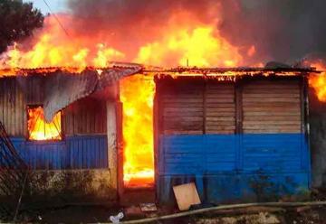 Bomberos son agredidos cuando intentan apagar un incendio