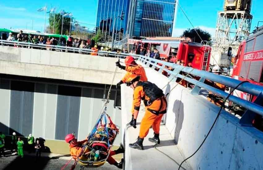 Entre bomberos y helicóptero, fue exitoso el simulacro de emergencia en el Paseo del Bajo