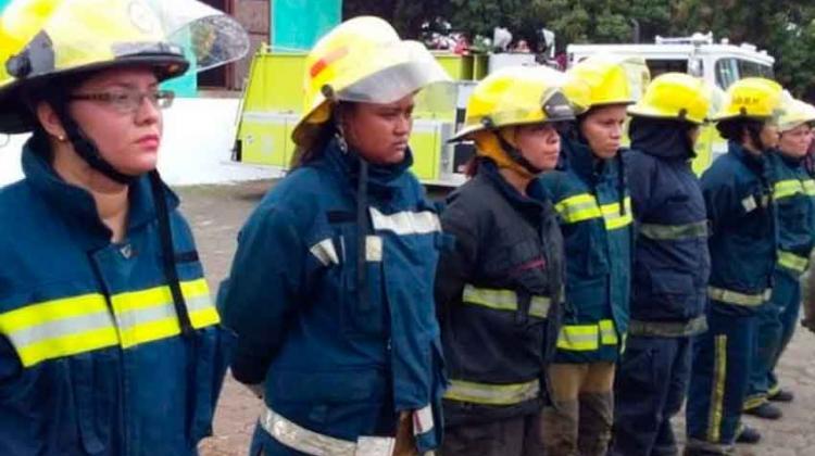 Mujeres Bomberos Demuestran Sus Habilidades