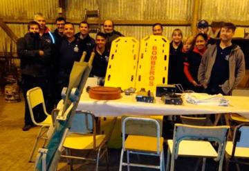 Bomberos de Rojas donaron elementos a sus colegas de Rafael Obligado