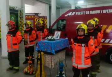 El último adiós de Bomberos de Chillán al perro Boby
